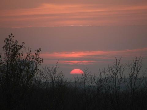 Солнце заходит за горизонт