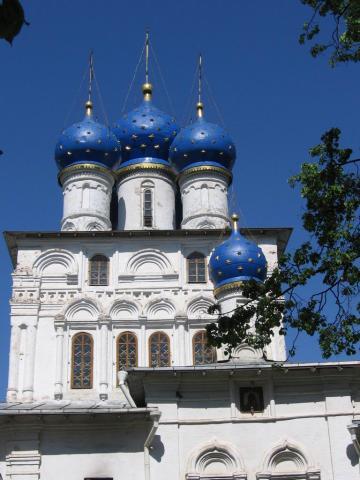 Коломенское, церковь недалеко от главного входа